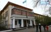 В здании напротив нынешнего горакимата был один из  госпиталей.   Фото Владимира ЗОБЕНКО
