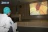 24 ноября областная больница в Новом. За ходом  первой в истории области операции по трансплантации почки можно наблюдать на экране  в актовом зале.Сюда пришли студенты медакадемии, хирурги больниц города и области, родные пациентов