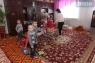 В дошкольной группе детского дома всего 9 детей. Было время, когда их было 180.  Им не хватало мест, и малышам отдали один из 11 закрытых садиков в райцентре.  Сейчас его передали обратно, число детей уменьшилось.