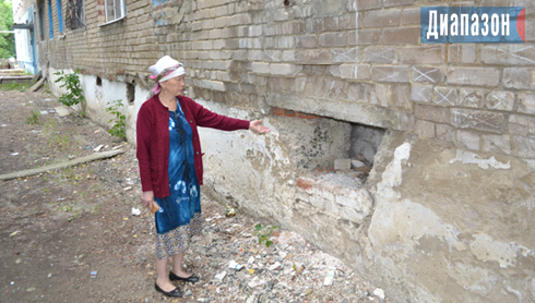 В Хромтау разрушается дом