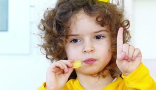 В Минздраве РК предложили ввести запрет на рекламу вредной еды