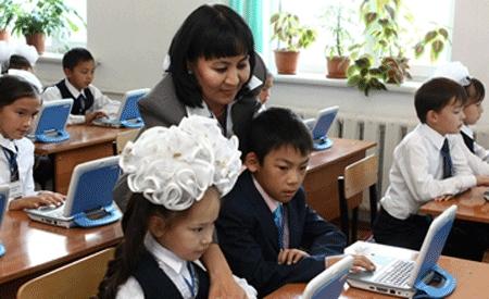 Зарплата учителя – одна из самых низких в Казахстане, заявляют педагоги