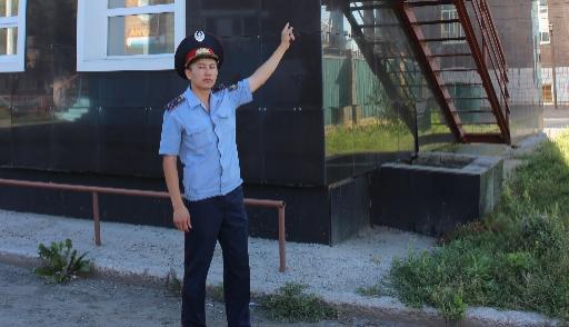 Самоубийца накрыше здания держал внапряжении граждан Костаная