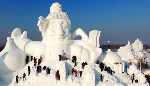 В КНР слепили снеговика вышиной 34 метра