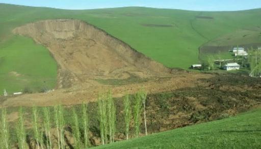 Тела 2-х девушек обнаружили наместе схода оползня вКиргизии
