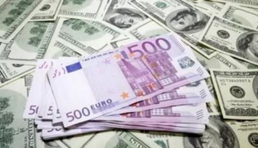 Актюбинцы покупают меньше долларов, но больше евро
