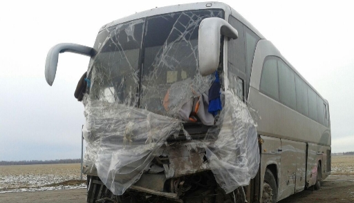 Казахстанцы живут в разбитом автобусе на трассе в России
