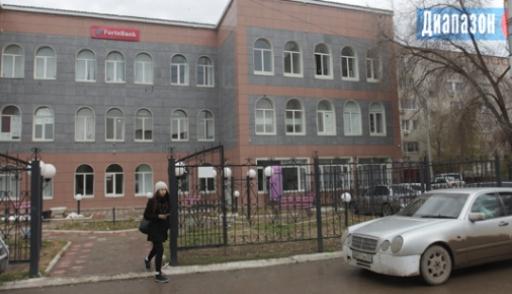 Менеджер банка украла 12 млн, потому что зарплаты в 115 тысяч ей не хватало