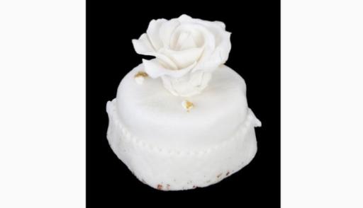 За 2 тысячи долларов продали засохшее пирожное со свадьбы Трампа