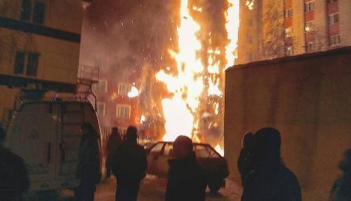 В Тюмени горит девятиэтажка (Видео)