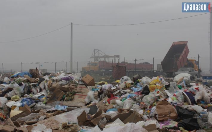 Мусорный полигон в Актобе горит с 29 июня