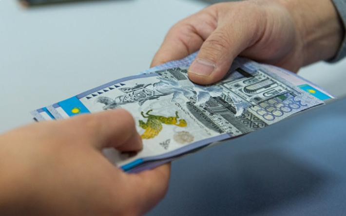 Кто чаще всего и за что берет взятки в Казахстане